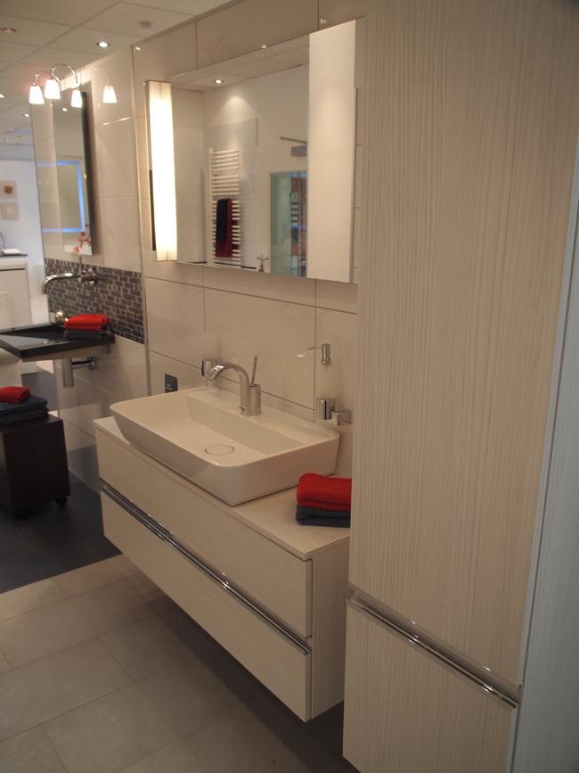 badm bel wt anlage mit spiegel und wtu burgbad bel. Black Bedroom Furniture Sets. Home Design Ideas